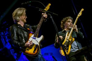 Daryl Hall and John Oates performing